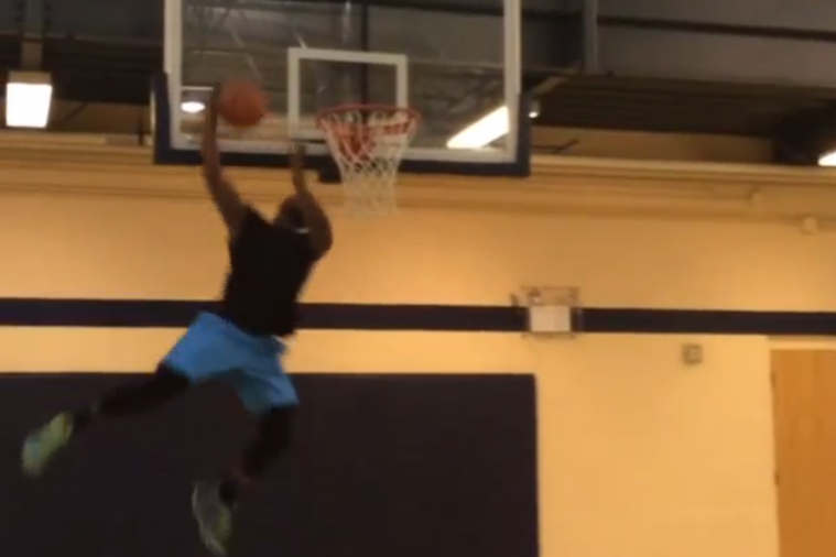 Pittsburgh Steelers RB Le'Veon Bell Throws Down Huge Slam Dunks to Show He Can