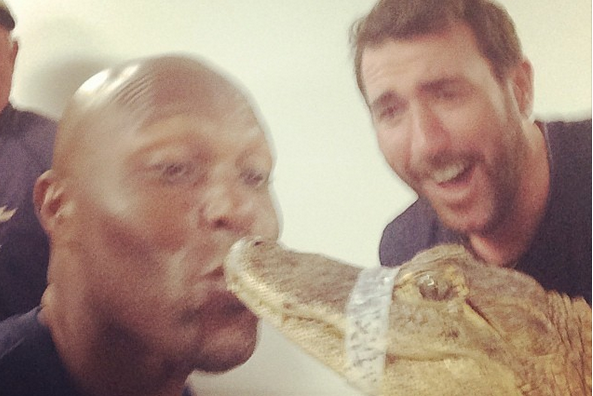 Justin Verlander Dares Torii Hunter to Kiss an Alligator