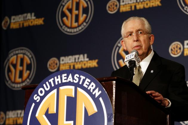 Mike Slive Says He Will Return as SEC Commissioner for 2014-15 Year