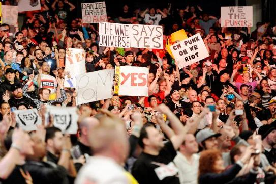 WWE Outsmarts Chicago Fans by Daring Them to Hijack Raw
