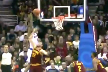 Tyson Chandler Throws Down Monster Alley-Oop over Spencer Hawes