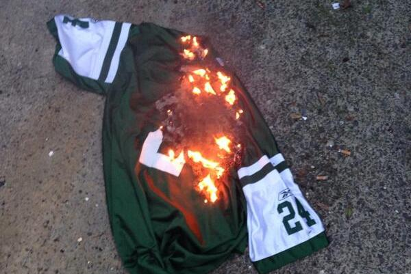 Jets Fans Burn Darrelle Revis Jerseys After Cornerback Signs with Patriots