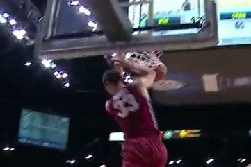 Powell Throws Down Baseline Dunk vs. ASU