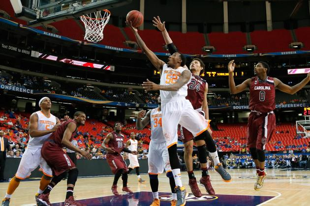 Stokes Powers Tennessee Past South Carolina 59-44
