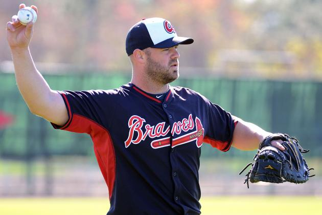Evan Gattis Reveals That He Had off-Season Knee Surgery