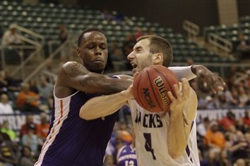 Stephen F. Austin Tops Northwestern State 85-78