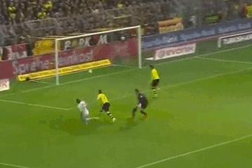 GIF: Max Kruse's Fancy Footwork Fools Borussia Dortmund
