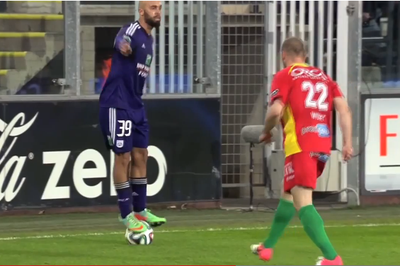 Anthony Vanden Borre's Ball-Stand Skill Reminiscent of Andrei Kanchelskis