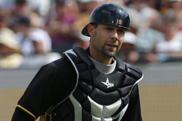 Pirates Catcher Chris Stewart Needs Knee Surgery