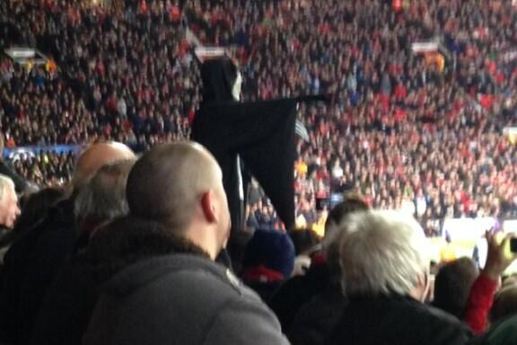 Manchester United Manager David Moyes Heckled by Fan Dressed as Grim Reaper