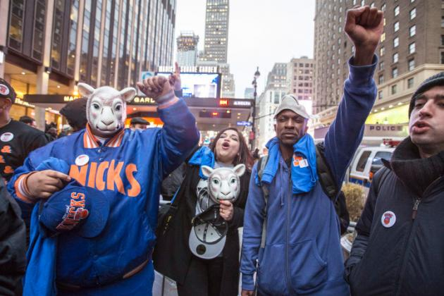 About 50 Knicks Fans Rage on at Protest Despite Jackson Hiring