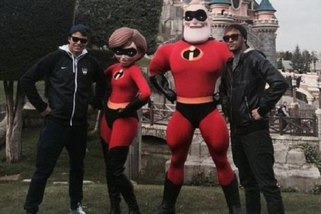 Neymar Posts Photo of Disneyland Paris Visit with Thiago Silva