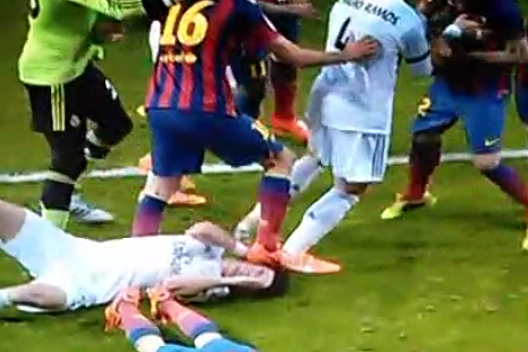 Did Sergio Busquets Stamp on Pepe's Head During Clasico? Two Camera Angles