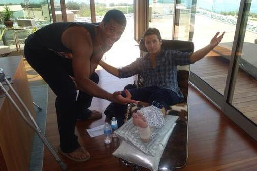 Kevin Connolly Breaks Leg Catching Pass from Russell Wilson on 'Entourage' Set