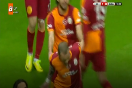Watch: Wesley Sneijder Snubs Galatasaray Team-Mates After Scoring vs. Buraspor