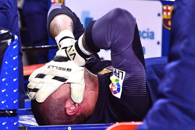 Barcelona Keeper Victor Valdes Injures Knee, out Six Months