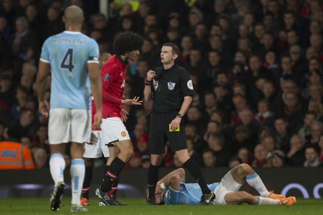 Marouane Fellaini Claims Pablo Zabaleta Ran into His Elbow in Manchester Derby