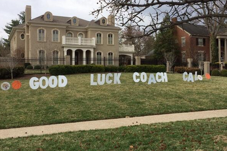 "Kentucky Fans Write ""Good Luck Coach Cal"" on His Lawn Ahead of Final Four"