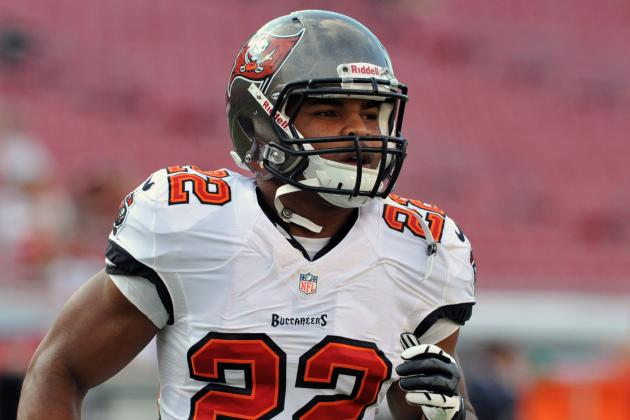 Breaking Down Doug Martin's Shoulder Injury, Labrum Surgery and 2014 Prospects