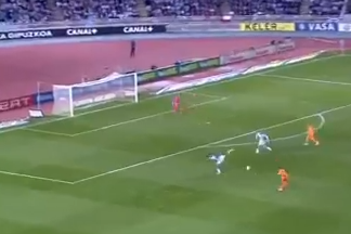 GIF: Gareth Bale Nails Long-Range Golazo for Real Madrid at Real Sociedad