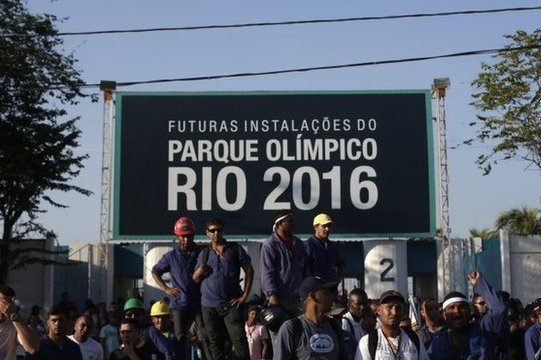 Rio Workers Defy Court Order, Stay on Strike
