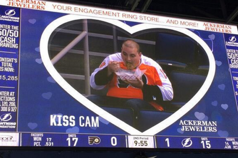 Tampa Bay Lightning Troll Philadelphia Flyers Fan with Kiss Cam
