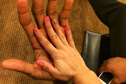 Kawhi Leonard's Huge Hands Make Female Fan's Hands Look Miniature