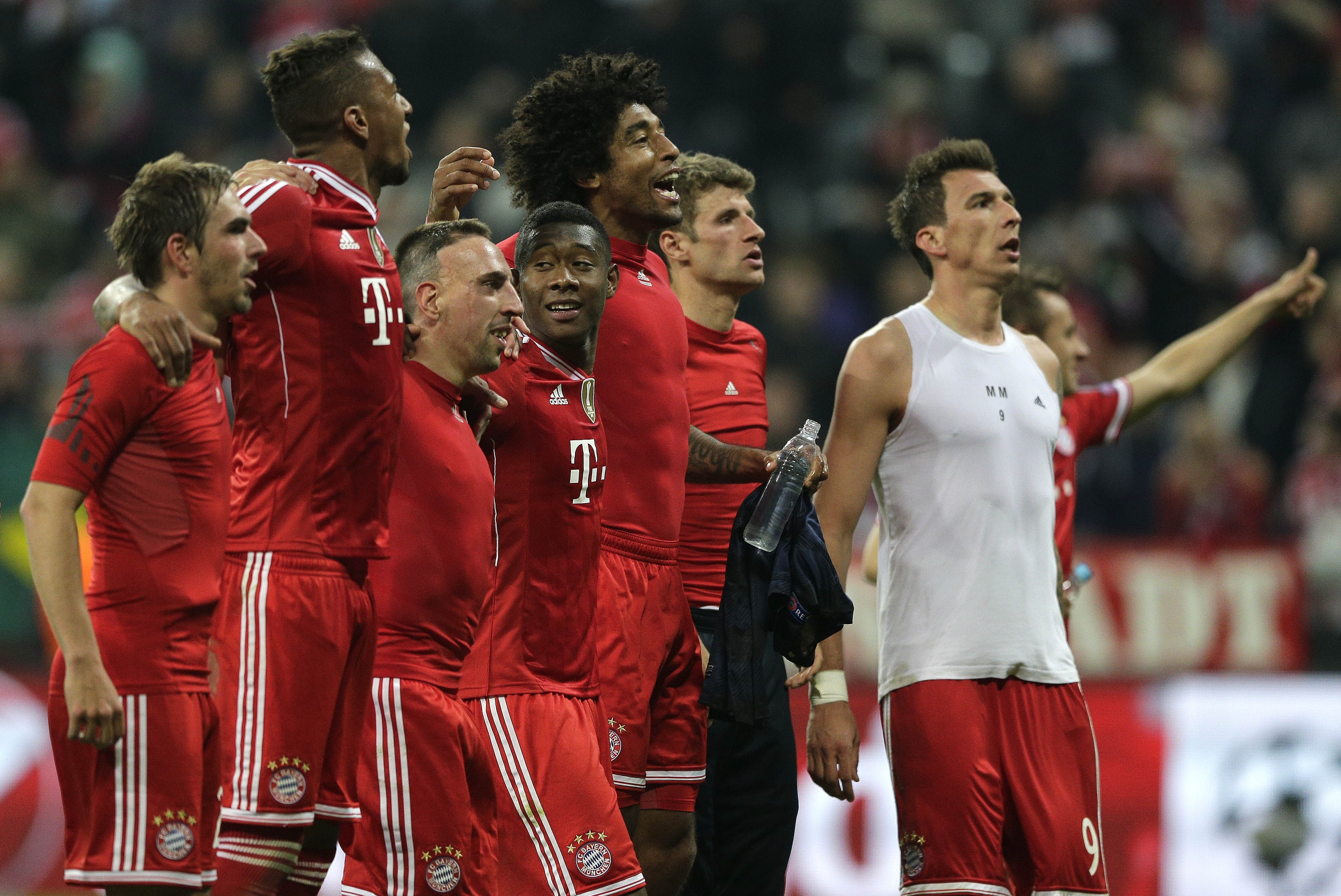 bayern munich vs borussia dortmund tv and live stream team news and key stats bleacher report. Black Bedroom Furniture Sets. Home Design Ideas