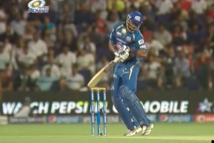 Kieron Pollard Has Watch Broken by Nasty Delivery from Morne Morkel at 2014 IPL