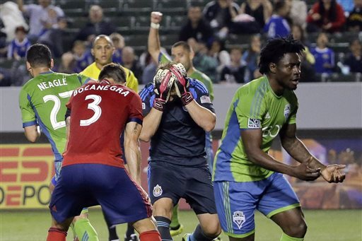 Late Martins Goal Gives Seattle Full Points at Chivas USA