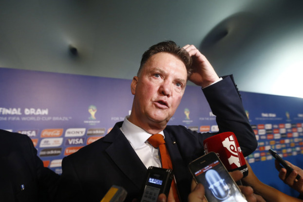 Why Louis van Gaal Would Be Wise to Go to Tottenham over Manchester United