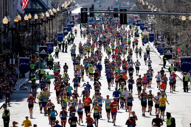 Boston Marathoners Help Collapsed Runner Finish in Beautiful Moment