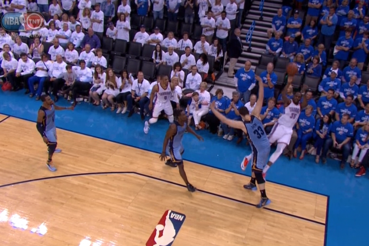Kevin Durant Makes Wild 4-Point Play in Final Minute Against Grizzlies