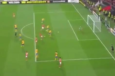 GIF: Lima Scores Crucial Goal for Benfica vs. Juventus