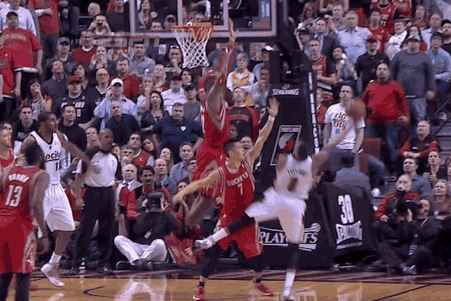 Trail Blazers' Damian Lillard Makes Wild And-1 Play Late Against Rockets