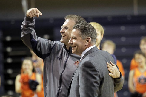 Malzahn Selling Auburn Basketball to Recruits with Bruce Pearl on Sideline