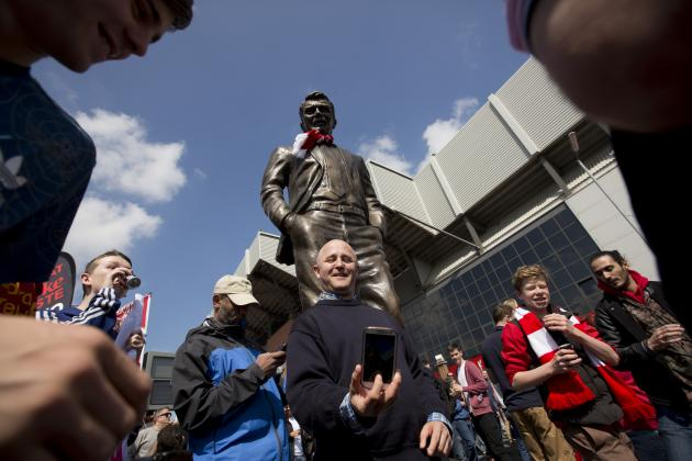 Paddy Power Erect Statue of David Moyes Outside of Anfield