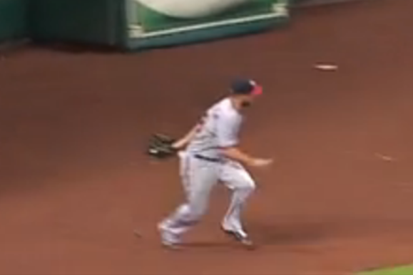Nationals' Kevin Frandsen Makes No-Look, Behind-the-Back Catch off Wall
