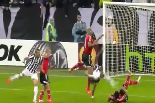 GIF: Paul Pogba Attempts Overhead Kick, Smashes Ezequiel Garay's Face