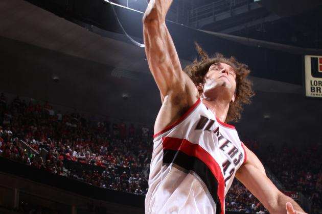 Video: Lopez Throws It Down on Asik