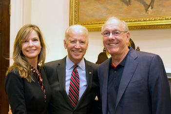 Boeheim Takes a Pic with Fellow SU Alumnus Biden During White House Visit