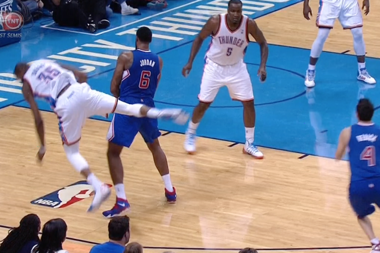 Kevin Durant Defies Physics Trying to Come Around a DeAndre Jordan Screen