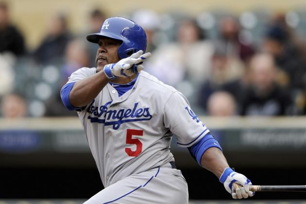 Juan Uribe Leaves Game Early with a Sore Hamstring