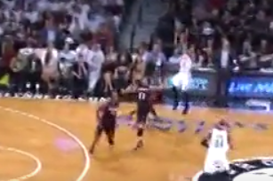 Shaun Livingston Drains Deep Buzzer-Beating 3 to End 1st Quarter Against Heat