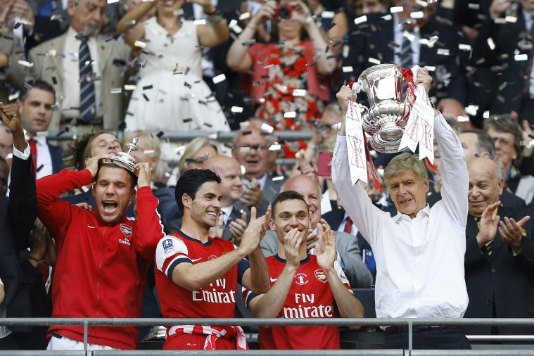 Arsenal 2014 FA Cup Win: Arsene Wenger Gets Bumps, Doused in Champagne