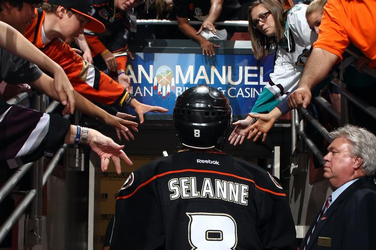 Ducks' Teemu Selanne Gets Incredible Send-off After Final NHL Game