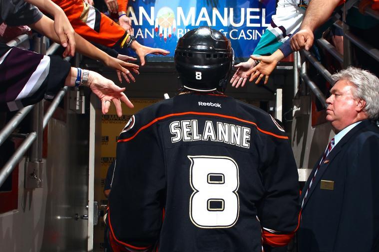 Ducks' Teemu Selanne Gets Incredible Send-off After Final NHL Game