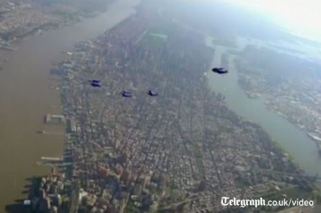 Wingsuit Parachuters Jump out of Plane over New York, Reach Speeds of 120 MPH