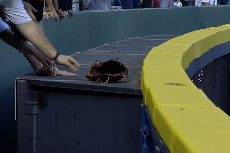 Brewers' Khris Davis Loses Glove While Trying to Rob HR, Fan Tosses It Back