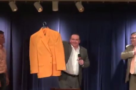 Video: New Vols Coach Tyndall Given His First Orange Blazer by Mears' Sons